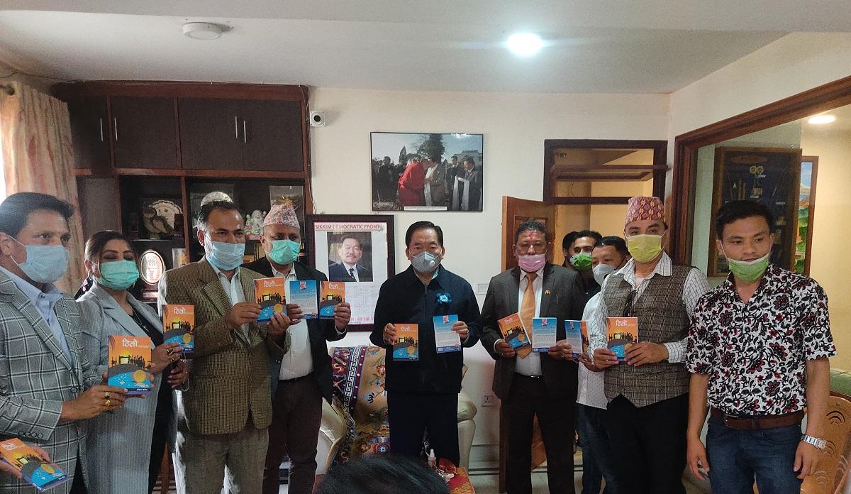 सिक्किममा चामलिङले गरे खरेलको कथासङ्ग्रह 'टिलो' को सार्वजनिक